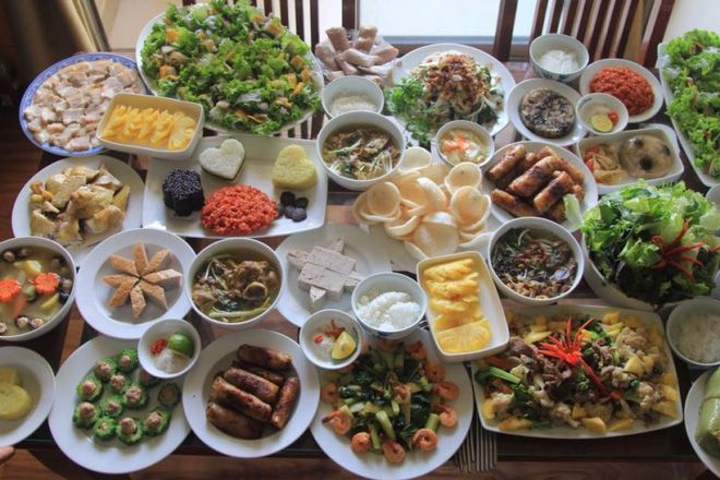 Mẹ bầu ăn gì ngày Tết khi món nào cũng ngon, món nào cũng hấp dẫn?