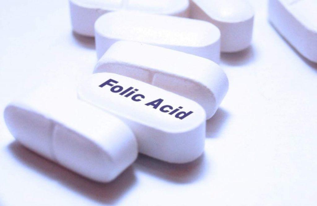 Uống thuốc gì trong 3 tháng đầu: Uống axit folic nhé
