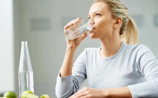 Bệnh nhân hóa trị nên uống đủ nước
