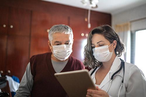 Khi có các dấu hiệu ung thư đại trực tràng, hãy đến các cơ sở y tế để thăm khám