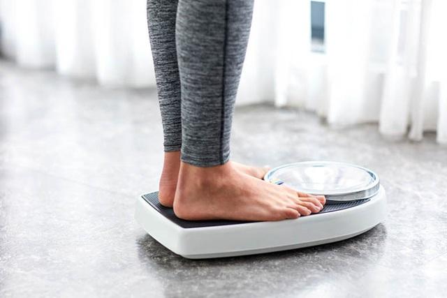Giảm cân là 1 trong những dấu hiệu cảnh báo ung thư sớm