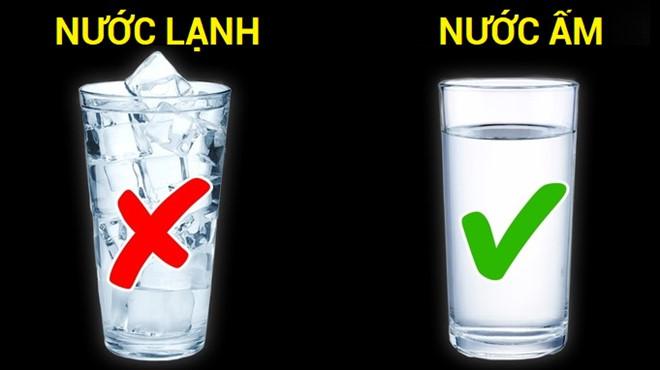 Mẹ bầu cần tránh uống nước lạnh